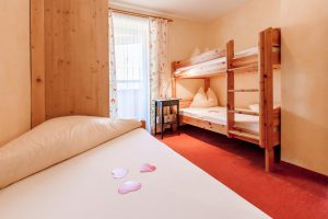 Noichl's Amadeus Alimonte Hotel Pension Garni Bed and Breakfast Bed & Breakfast Rooms Room Zimmer Doppelzimmer Suite Skiurlaub Skiing Schifahren Skifahren Schi Ski Winter Snow Schnee Snowboard Schneeschuh Schneeschuhwandern Urlaub Reisen Hotel Apartment Appartment Appartement Apartement Accomodation Alps Tirol Kitzbühel St. Johann in Tirol Alpen Berge Mountains Austria Österreich